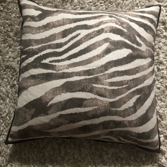 Like new pottery barn decorative pillow cover.